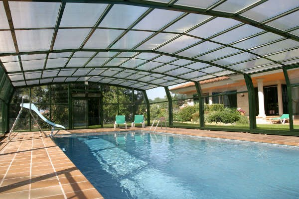 Terrazas cubiertas techos de recintos cubiertas y de for Cubiertas para piscinas madrid